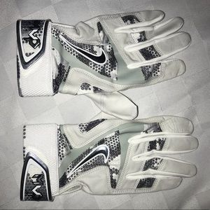 New L NIKE MVP White Gray Baseball Batting Gloves